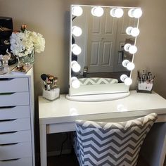 @christinane86's pristine #ImpressionsVanityGlowXL station is feels like a cool breath of fresh air.  #sofresh #soclean  Featured: Impressions Vanity Hollywood Glow XL with Frosted LED Bulbs