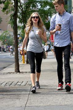 Amanda Seyfried - Amanda Seyfried Grabs Coffee with Her Friends