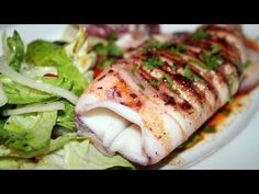A classic and very simple spanish seafood dish Fish Dishes, Seafood Dishes, Fish And Seafood, Seafood Recipes, Mexican Food Recipes, Spanish Dishes, Spanish Tapas, Spanish Food, Spanish Style
