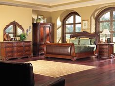 Quaint home interior design The ancient bedroom sets but still looks amazingly designed with classic cherry shades Master Bedroom Set, King Bedroom Sets, Bedroom Furniture Sets, Bedroom Ideas, Bedroom Green, Fine Furniture, Wood Furniture, Furniture Design, Best Interior