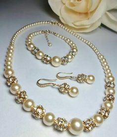 Pearls set