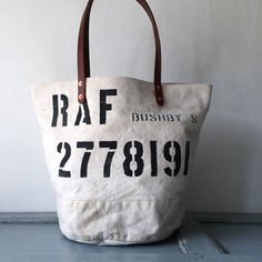This bag is 40's or 50's RAF(Royal Air Force) UK vintage canvas remake rounded bottom tote bag. IND_BNP_00115_RAF W 46cm H 35cm D29cm Handle 55cm