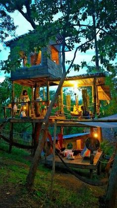 To continue to keep your little ones socially active and entertained, we suggest. - To continue to keep your little ones socially active and entertained, we suggest you make a treehou - Tree House Designs, Tiny House Design, Treehouse Living, Treehouse Ideas, Treehouses For Kids, Backyard Treehouse, Tree House Plans, Tree House Homes, Garden Tree House