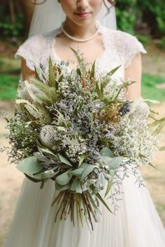 Are you thinking about having your wedding by the beach? Are you wondering the best beach wedding flowers to celebrate your union? Here are some of the best ideas for beach wedding flowers you should consider. Beach Wedding Flowers, Wedding Flower Arrangements, Bride Bouquets, Bridal Flowers, Flower Bouquet Wedding, Floral Bouquets, Floral Wedding, Blue Wedding, Rustic Wedding