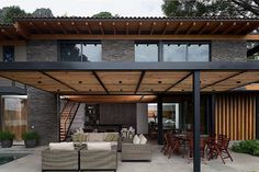 There are lots of pergola designs for you to choose from. First of all you have to decide where you are going to have your pergola and how much shade you want. Casa Patio, Modern Pergola, Backyard Pergola, Patio Roof, Cheap Pergola, Timber Pergola, Pergola Attached To House, Pergola With Roof, Pergola Shade