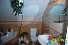 Koupelna s rohovou vanou a sprchovým koutem v novém rodinnému domě u Českých Budějovic