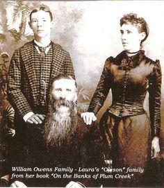 Nellie Owens, su hermano Willie y su padre,  Wililiam. Wbentiualmente, Willie se quedaría ciego por la explosión de un cohete de pirotecnia para el 4 de Julio y debió estudiar en la misma escuela pata ciegos que Mary Ingalls, en Vinton, Iowa. la diferencia es que él se casó y tuvo descendencia