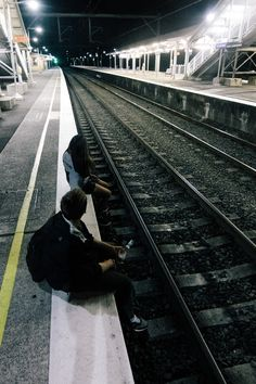 Image discovered by Aylin Dugarte. Find images and videos about boy, grunge and train on We Heart It - the app to get lost in what you love. Night Aesthetic, Aesthetic Grunge, Story Inspiration, Character Inspiration, Grunge Photography, Urban Photography, White Photography, Newborn Photography, Photography Poses