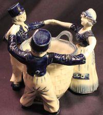VINTAGE DELFT HAND DETAILED FIGURE BLUE FRIENDSHIP TABLE VASE GERMANY FIGURINE