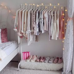 13 Creative Closet Hacks Every Fashion Girl Should Have - Dorm Room Hacks Ideas Room Ideas Bedroom, Closet Bedroom, Bedroom Storage, Home Bedroom, Bedroom Decor, Master Closet, Wardrobe Storage, Clothes Rack Bedroom, Shoe Storage