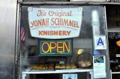 Yonah Schimmel's Knish Bakery - New York City Food Network Recipes, Gourmet Recipes, Healthy Recipes, Knish Recipe, Bakery New York, Mozzarella Pasta, Spinach Recipes, Easy Cooking, Food Print