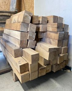 Indusigns is altijd op zoek naar karaktervolle materialen en daar passen deze prachtige eikenhouten balken helemaal tussen!