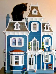 Must have taken time to decorate and find all these wonderful items that go inside a dollhouse. Description from blukatkraft.blogspot.ca. I searched for this on bing.com/images