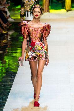 Dolce & Gabbana Spring/Summer 2017 Ready-To-Wear #dolceandgabbana #rtw #ss17 #fashion #runway