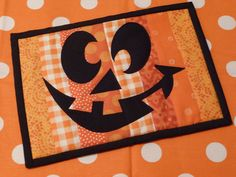 happy halloween mug rug. cute to do in whites with a snow man face. Halloween Sewing, Halloween Mug, Halloween Quilts, Halloween Crafts, Halloween Decorations, Happy Halloween, Fall Sewing, Halloween Witches, Mug Rug Patterns