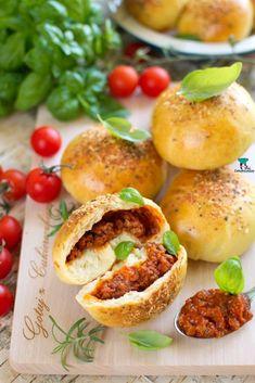 Salmon Burgers, Hamburger, Food And Drink, Lunch, Bread, Pierogi, Breakfast, Ethnic Recipes, Gastronomia