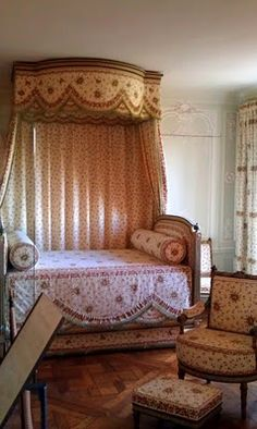 Daybed. Shades of Marie Antoinette  Versailles