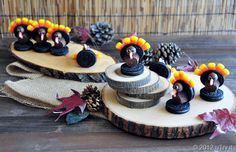 Check out how to make these Oreo Turkey!  Fun and delicious turkey centerpiece/party favors for your Thanksgiving gathering!