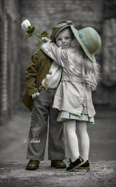 Cute Kids, Cute Babies, Kids Kiss, Moon Photography, Photo Art, Photo Kids, Morning Images, Childhood, Winter Jackets