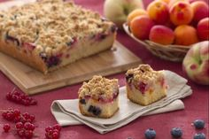 peaches and apricots, mixed with red currants and blueberries. The Additions of seasonal fruit turns this cake into