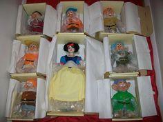 Disney Snow White and 7 Dwarfs Porcelain Doll Set Limited Edition