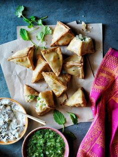 Samosas, or flaky fried Indian pastries, can be filled with all sorts of savory fillings. This vegetable samosa recipe is filled with potato and peas. Vegan Appetizers, Appetizer Recipes, Fancy Appetizers, How To Fold Samosas, Vegetable Samosa, Comida India, Samosa Recipe, Creamy Cucumbers, Williams Sonoma