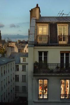 Gail Albert Halaban: Paris Views Rue du Faubourg Saint-Denis, Paris 10-e, 17 mai, 2013.