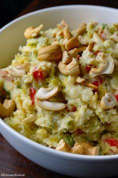Stamppot spruitjes met Boursin en cashewnoten - Lovemyfood.nl Ik zou een witte bataat ipv van aardappel kiezen. zo wordt dit gerecht koolydraadarm.
