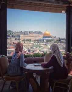 Palestine Girl, Palestine History, Allah, Girlz Dpz, Dome Of The Rock, Palestinian Embroidery, Islamic Architecture, Holy Land, Jerusalem