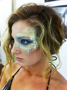Runway hair and makeup , by Natalie Krans pretty dope for a Halloween costume or something. this upcoming Halloween I am going to be a mermaid or a scarecrow. Fairy Makeup, Mermaid Makeup, Unicorn Makeup, Tinkerbell Makeup, Eye Makeup, Mermaid Hair, Makeup Art, Costume Halloween, Halloween Makeup