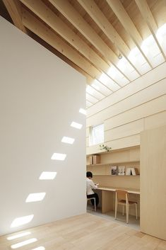 Japanese studio mA-style Architects has used large perimeter skylights to throw natural light across a grid of exposed wooden ceiling beams in order to flood the interior of the 'Light walls house' Minimalist House Design, Minimalist Home, Minimalist Interior, Minimalist Bedroom, House Without Windows, Japanese Minimalist, Japanese Modern, Japanese Design, Japanese Art