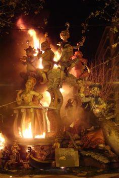 """Las Fallas Valencia, España - Arden las fallas, y con la """"Cremá"""", la noche del 19 de Marzo, día de San José, finaliza la semana de fiestas"""