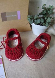 Crochet Baby Booties Crochet Baby Booties For Little Girl Ivory And Blue With Flo… Mode Crochet, Knit Or Crochet, Crochet For Kids, Häkelanleitung Baby, Baby Kind, Crochet Baby Clothes, Crochet Baby Shoes, Booties Crochet, Crochet Slippers