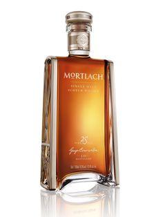 Wenn man den 25 Jahre lang gereiften Mortlach Whisky genießt, begibt man sich in eine wirklich edle Geschmackswelt. Sein kräftiger Geschmack wird gerösteten Gewürzen dominiert, die durch eine beina...
