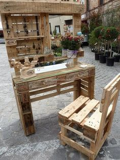 Here is the awesome upcycled wood pallet mobile vanity, which can be placed outside the home for getting ready and can be carried inside to place in the room. Nails are pinned for hanging the jewelry, you can pin the hooks and it's the vanity creator's choice.