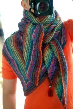 MES FAVORIS TRICOT-CROCHET: Modèle gratuit : Un châle au tricot coloré avec vos fins de pelote