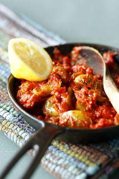 Moroccan warm tomato salad. Story: Kaisa Torkkeli Photo: Joonas Vuorinen Kotivinkki 2/2014 www.kotivinkki.fi