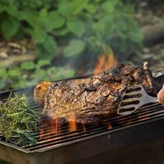 Ribs, both lamb and pork, are traditional braai favourites. Pre-cooking the ribs in Chicken Stock before braaing is the secret to success. Braai Recipes, Rib Recipes, Barbecue Recipes, Lamb Ribs, South African Recipes, Bbq Ribs, Pork, Vegetarian, Dishes