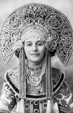 <<<~Elena Embroidery~>>> Анна Павлова в сценическом костюме по мотивам традиционного русского.