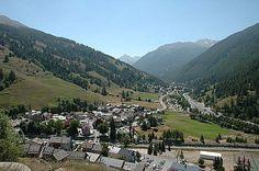 Limitrophe des vallées italiennes, Abriès est niché au confluent du Guil et du Bouchet. Petit village familial vous trouverez à coup sûr de quoi vous satisfaire