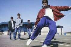 Nine Beautiful, Candid Shots Of Oasis, White Stripes, Manics And More From London's Bigger Than God Exhibition Oasis Lyrics, Oasis Music, Banda Oasis, Liam And Noel, Oasis Band, The Verve, Music Photographer, Damon Albarn, Noel Gallagher
