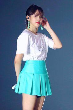 South Korean Girls, Korean Girl Groups, Swan Queen, Twice Once, Twice Kpop, Myoui Mina, Black Swan, Red Velvet, High Waisted Skirt