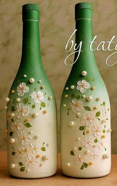 1 million+ Stunning Free Images to Use Anywhere Glass Bottle Crafts, Wine Bottle Art, Painted Wine Bottles, Diy Bottle, Bottles And Jars, Inspiration Artistique, Glass Painting Designs, Altered Bottles, Bottle Painting