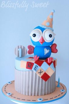 Blissfully Sweet: Hoot the Owl Birthday Cake. This lady is AMAZING. I just like looking at all the diff cakes she's made. Owl Cakes, Cupcake Cakes, Baby Cakes, Beautiful Cakes, Amazing Cakes, Owl Cake Birthday, Birthday Ideas, Cute Cakes, Sweet Cakes