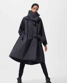 SQUARE COAT is a coat series with cotton filling that is heated by contact with light. This series has a sharp design featuring a s… Bold Fashion, Fashion Details, Fashion Design, Down Puffer Coat, Outdoor Fashion, Fresh Outfits, Unique Outfits, Classy Dress, Mode Style