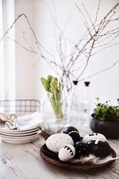 Jak udekorować stół na Wielkanoc? EXAMPLE.PL