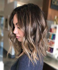 Hair color: the trends of 2019 - Photo iO Woman - Stile di capelli Long Shaggy Haircuts, Long Length Haircuts, Hair Streaks, Hair Color Balayage, Midi Hair, Wavey Hair, Blonde Ponytail, Lob Haircut, Dream Hair