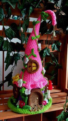 HAndmade Crochet Fantasy Fairy or Gnome House OOAK by emcrafts Modern Crochet, Crochet Home, Love Crochet, Diy Crochet, Crochet Dolls, Tea Cozy Crochet, Yarn Projects, Crochet Projects, Crochet Mushroom