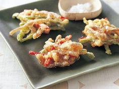 こんにゃくとピーマンのかき揚げレシピ 講師は杵島 直美さん|じつは揚げてもおいしいこんにゃく。ピーマンと豚肉も加えて、まとめて揚げてしまいましょう。