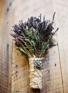 °lavanda° wedding This wedding bouquet is another great idea for a vintage wedding. Just take fresh lavender stems and rosemary wrap with satin and add a vintage brooch better yet, a brooch that belonged to your grandmother. Herb Bouquet, Bouquet Garni, Lavender Bouquet, Lavander, Eucalyptus Bouquet, Seeded Eucalyptus, Bouquet Wrap, Rustic Bouquet, Lavender Fields